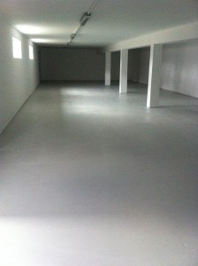 posadzka żywiczna posadzki żywiczne farba żywiczna pegakote epoksydowa epoksydowe farby farba na beton do betonu posadzek posadzkę rust oleum 9100 5500 malowanie malowania garażu warsztatu piwnicy 7100 podłogę podłogi chemoodporna chemoodporne do podłóg