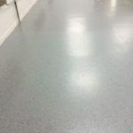 posadzka epoksydowa płatki dekoracyjne farba żywiczna żywica podłoga
